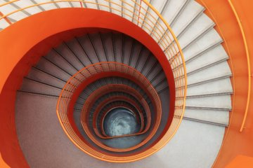 Image of a spiral staircase by Maxime Lebrun